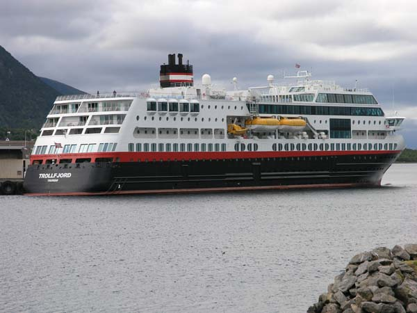 Trollfjord | Hurtigruten