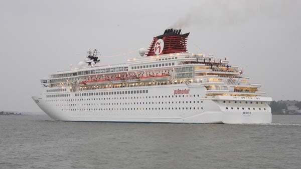 Zenith | Pullmantur Cruises